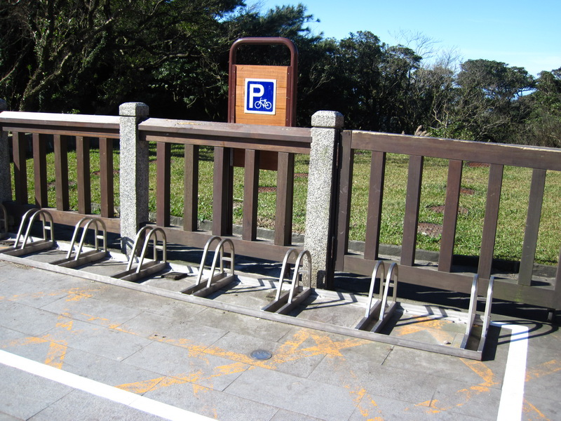 二子坪遊客服務站旁自行車停車架