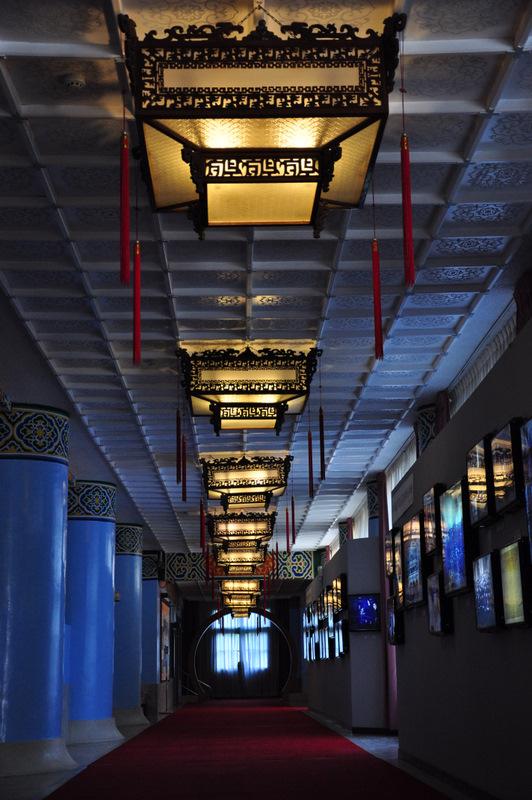 中山楼に有る宮廷風装飾照明の長廊
