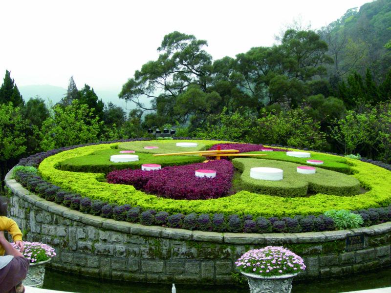 陽明山後山公園の喜びにあふれる花時計