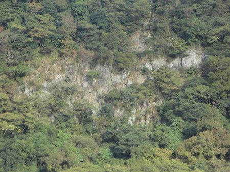 火山熔岩流形成之峭壁