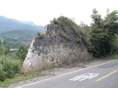 泉源路旁火山屑碎岩