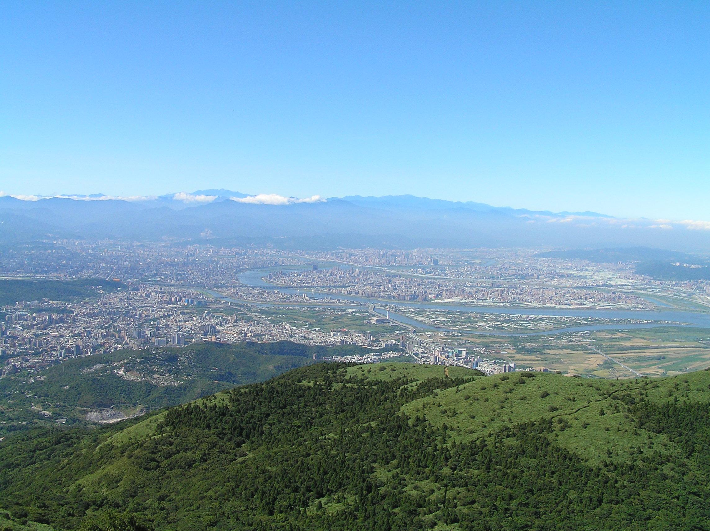 大屯山頂遠眺臺北市
