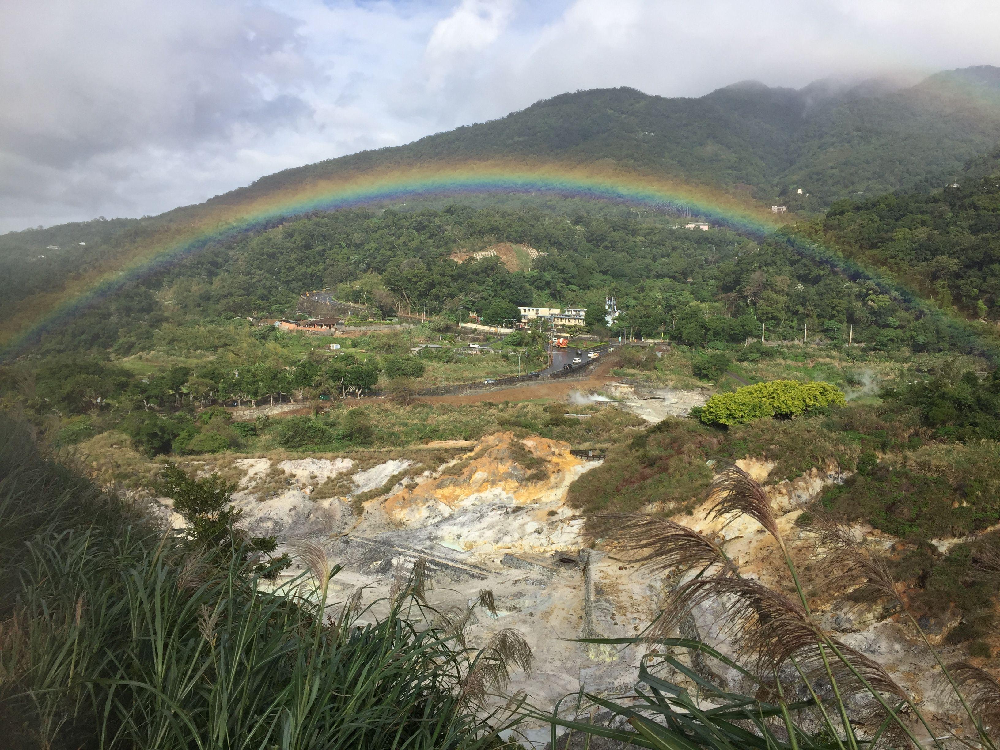 硫磺谷上空的彩虹(周俊賢攝)